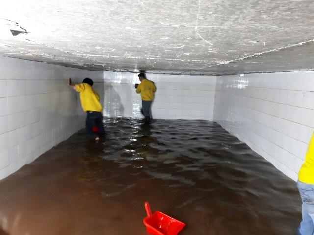 Hình ảnh vệ sinh súc rửa hồ nước, bồn nước inox cho một chung cư tại quận Bình Thạnh TPHCM