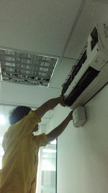 Vệ sinh máy lạnh huyện Bình Chánh sạch sẽ