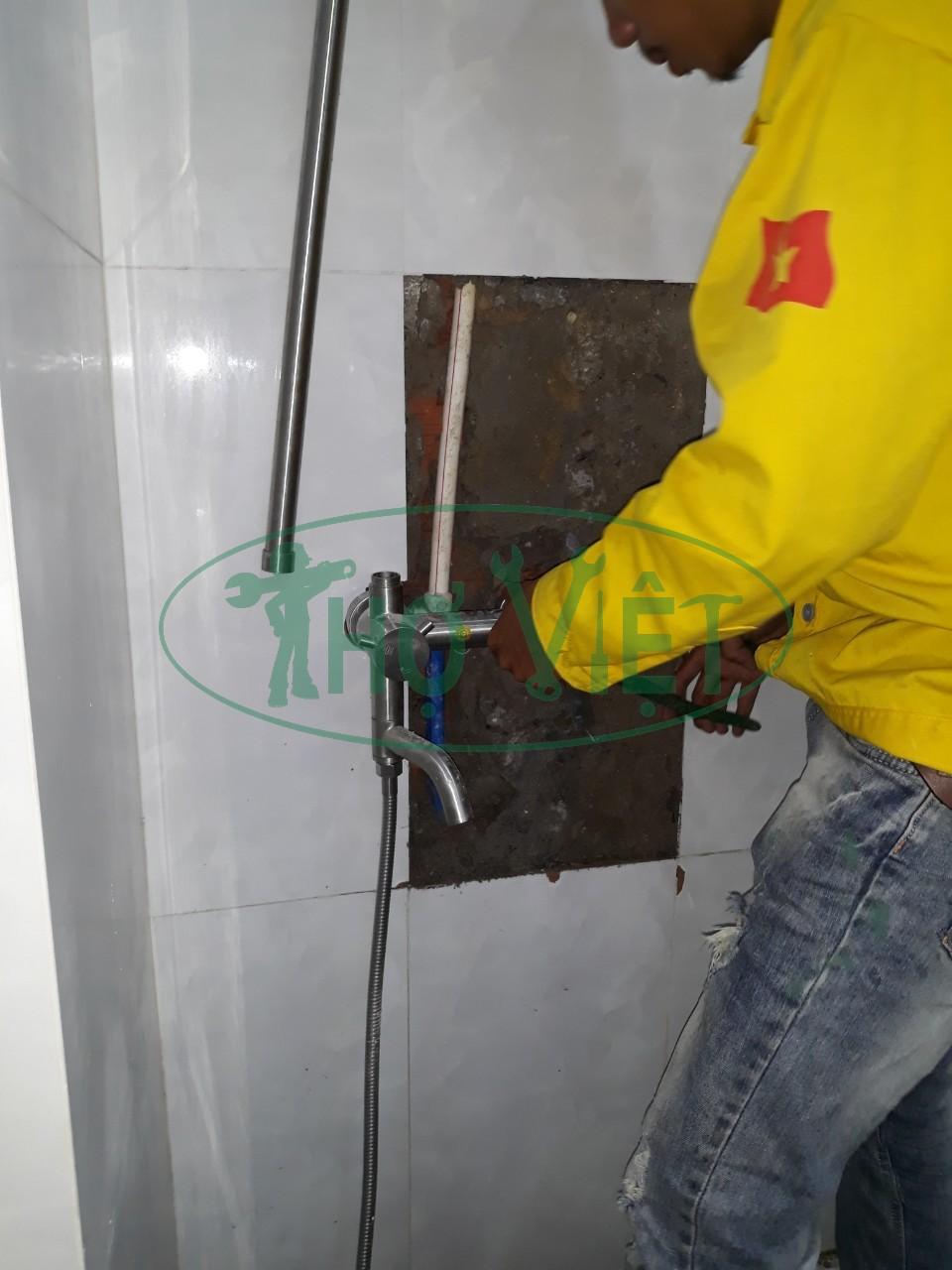 Sửa đường nước âm tường của vòi nước nóng lạnh tại Thủ Đức