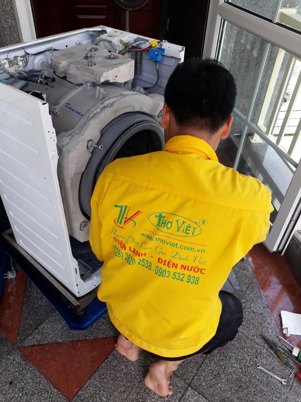 Vệ sinh máy lạnh lồng ngang giá rẻ tại TPHCM