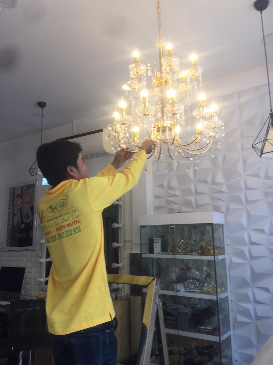 Thợ lắp đèn trùm trang trí Tại Tp HCM, dịch vụ lắp đặt đèn trùm tại Tp Hồ Chí MInh