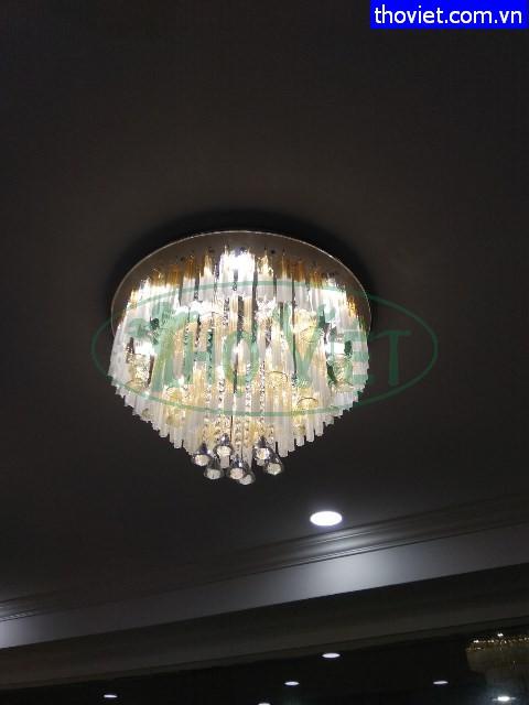 Lắp đèn chùm trang trí cho phòng khách tại Phú Nhuận