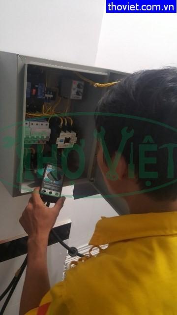 Thợ điện 3 pha – Lắp tủ điện 3 pha bảo vệ thiết bị điện.