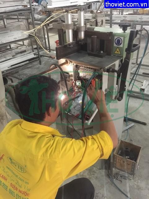 Thợ lắp đặt công tắc tơ - thay thế công tắc tơ 3 pha.