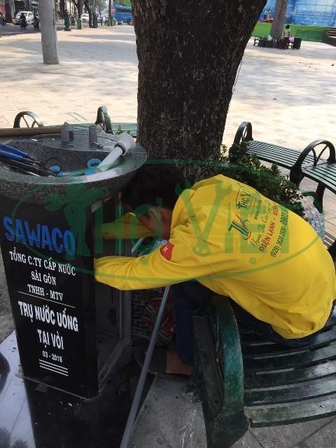 Lắp vòi uống nước công cộng tại Quận 3