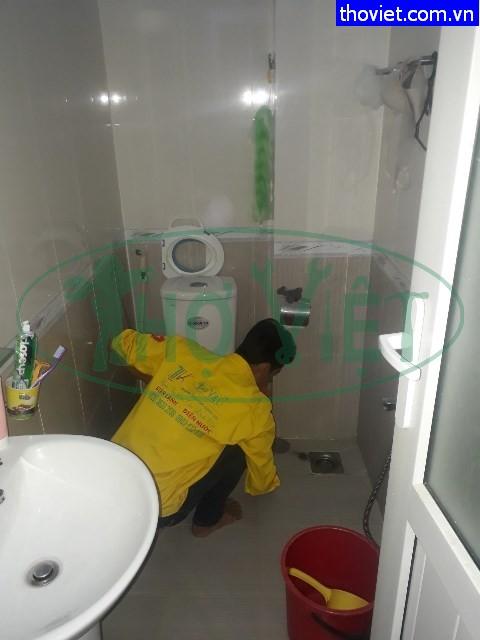 Chống thấm nhà ở tại Phú Nhuận – Ống thoát nước bị rỉ nước