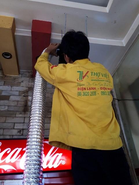 Lắp quạt thông gió có nối ống gió cho nhà hàng tại quận 1