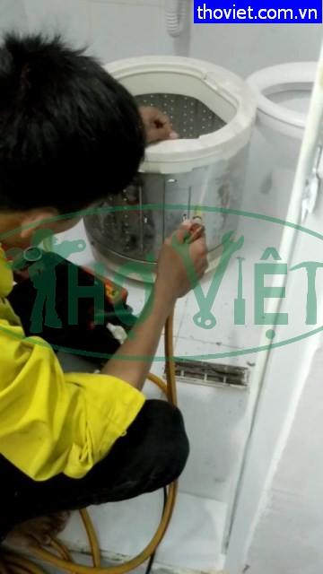 Vệ sinh máy giặt Toshiba cửa trên tại quận 10