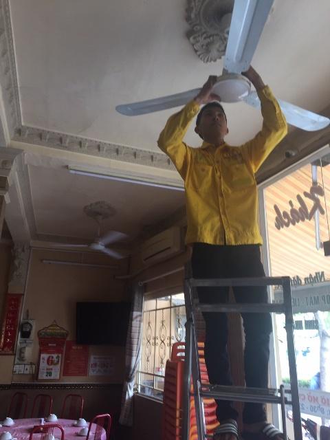 Lắp quạt trần trên trần bê tông tại quận 10