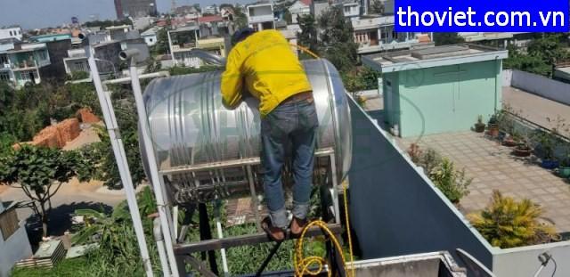 Rửa bồn inox chứa nước sinh hoạt