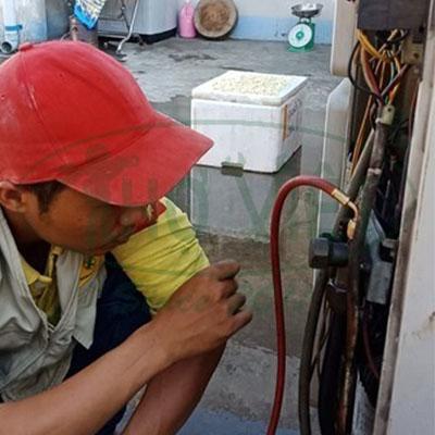 Sửa máy lạnh áp trần quận Bình Thạnh – Máy không lạnh vì bị xì ga.