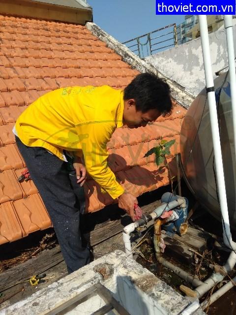 Sửa ống nước máy bơm tăng áp bị bể tại quận 4