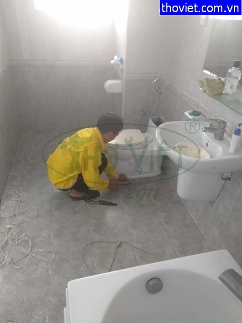Chống thấm sàn nhà vệ sinh tại quận 7 – Bồn cầu lắp sai kỹ thuật