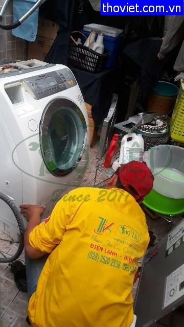 Vệ sinh máy giặt Maxitaly lồng ngang tại quận 11