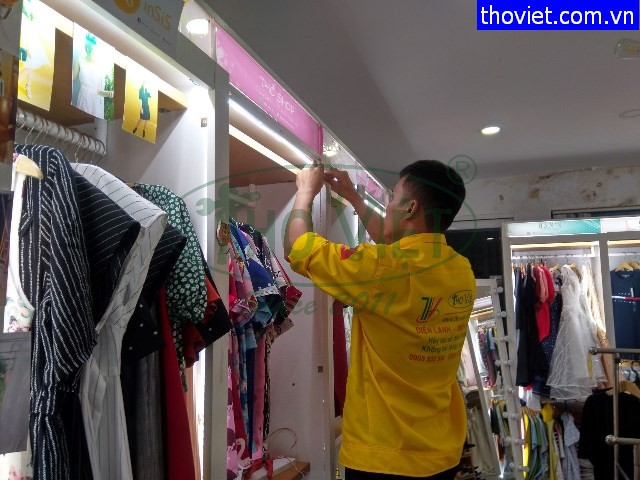 Lắp đèn led trang trí cho shop thời trang tại quận 1