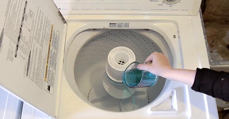 Vệ sinh máy giặt bằng giấm đơn giản