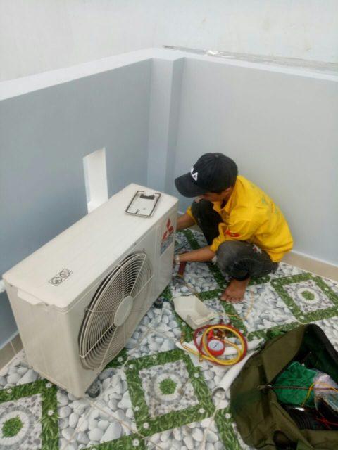 Thợ lắp đặt máy lạnh tại HCM