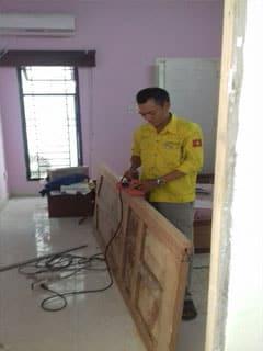 Thợ lắp mới cửa phòng ngủ chất lượng, thợ sơn sửa đồ gỗ tại tp Hcm