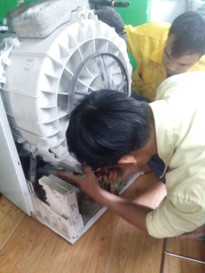 Sửa máy giặt không xả được nước