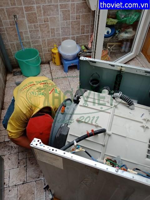 Thợ sửa máy giặt không vào nguồn